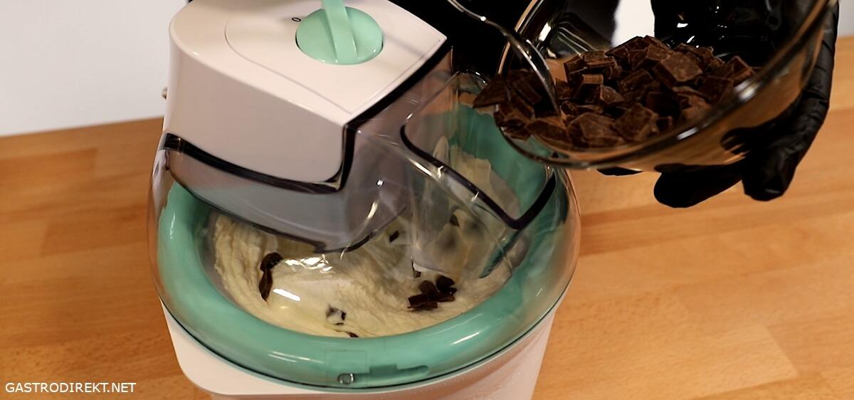 Straciatella Eis selbst gemacht mit der silvercrest Eismaschine
